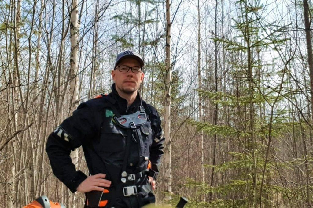 Suomen MetsätKuntoon metsäasiantuntija Kalle Ryyti muistuttaa oikea-aikaisesta taimikonhoidosta.
