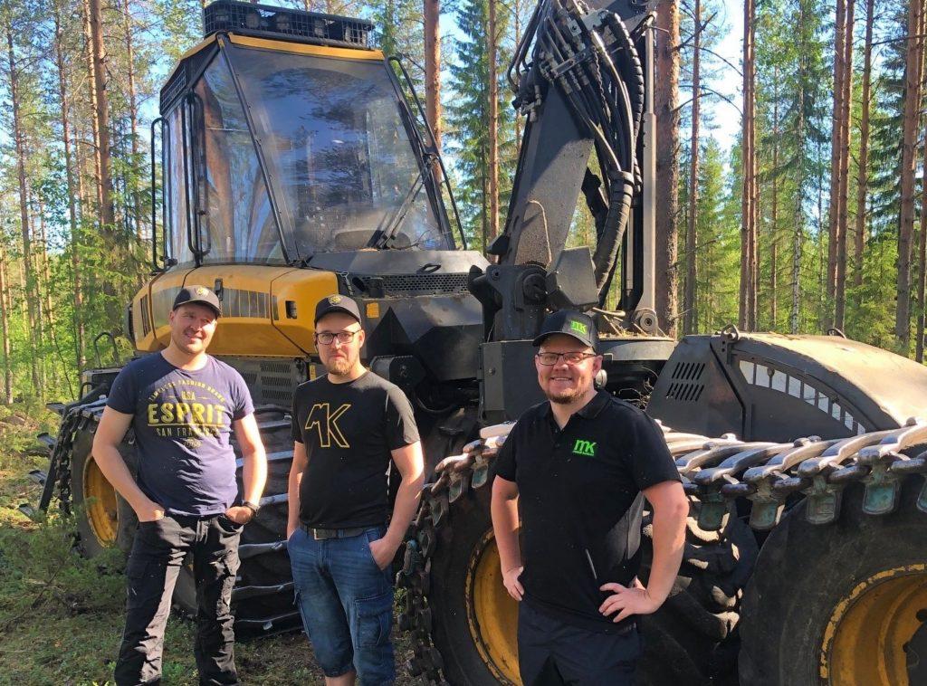 Huuskon yrittäjäveljekset ja MetsätKuntoon toimitusjohtaja Miikka Minkkinen